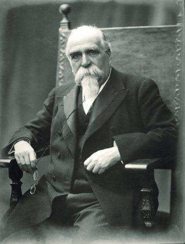 Luigi Luzzatti (1841-1927). - Economista e uomo politico, più volte ministro (dell'Agricoltura e poi del Tesoro), presidente del consiglio dei ministri dal 1910 al 1911  Archivio CDEC, fondo fotografico Giorgio Sacerdoti