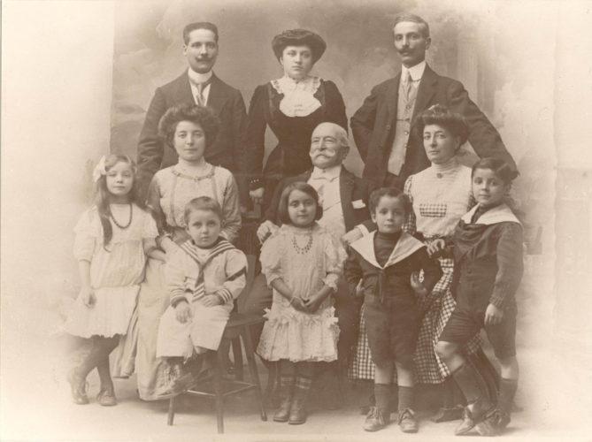 La famiglia Laudi, Torino 1910 - Archivio CDEC, fondo fotografico Luciana Laudi