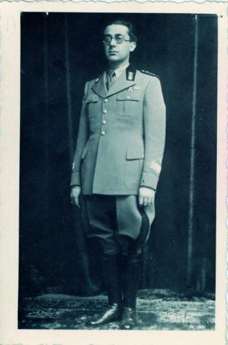 """Emilio Sacerdote nel 1935 nel 1935 in divisa da ufficiale. - <a href=""""http://digital-library.cdec.it/cdec-web/storico/detail/IT-CDEC-ST0027-000066/bolzano.html"""" target=""""_blank""""  >vai alla scheda</a>"""