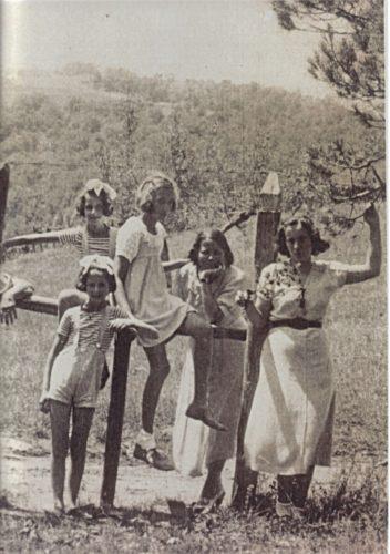 Nina Mazzetti e le figlie Anna Maria e Luce e due cuginette - Archivio privato, Roma