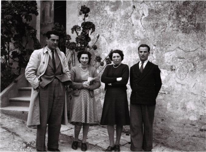 Elena Cecchini con la nipote Vittoria Valacchi che offrì asilo a Elio Salmon e ai suoi in campagna nei pressi di Firenze -  Archivio privato, Torino