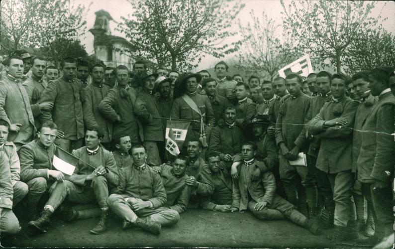 Giulio Luzzatti con i commilitoni, Clusone 1917 - Archivio CDEC, Fondo fotografico Simonetta Luzzatti