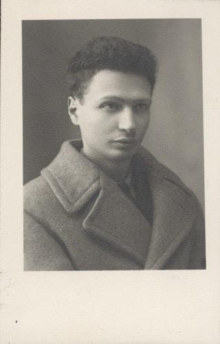 "Emanuele Artom (1915-1944), partigiano - Archivio CDEC, Fondo Antifascisti e partigiani, b. 1., fasc. 12 - <a href=""http://digital-library.cdec.it/cdec-web/storico/detail/IT-CDEC-ST0002-000014/artom-emanuele.html"" target=""_blank""  >vai alla scheda</a>"