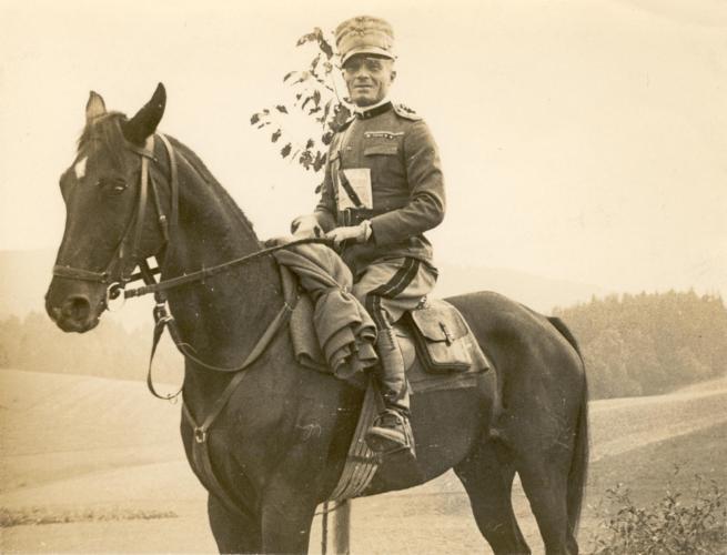 Giorgio Liuzzi in Germania nel 1932. - La carriera militare fu uno dei canali più importanti di integrazione degli ebrei nella società italiana  Archivio CDEC, fondo Giorgio Liuzzi, b. 1, fasc. 7