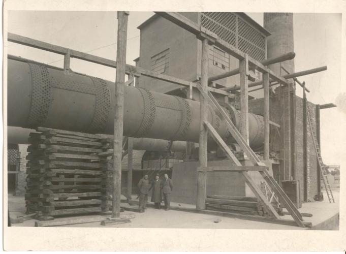 L'ingegner Carlo Levi in fabbrica - Archivio CDEC, Fondo fotografico Paola Foà