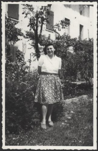 """Rita Rosani (1920-1944), partigiana - Nata a Trieste nel 1920 entrò a far parte della Resistenza nella zona di Verona. Arrestata, venne ferita e usccisa il 17 settembre 1944  Archivio CDEC, Fondo Antifascisti e partigiani ebrei, b. 16, fasc. 353    - <a href=""""http://digital-library.cdec.it/cdec-web/storico/detail/IT-CDEC-ST0002-000351/rosani-rita.html"""" target=""""_blank""""  >vai alla scheda</a>"""