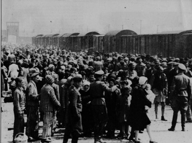 Selezione di ebrei ungheresi all'arrivo ad Auschwitz-Birkenau, primavera 1944 - Gerusalemme, Yad Vashem