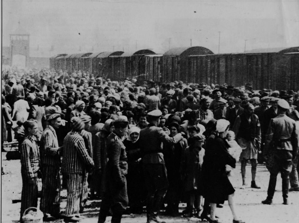 Selezione di ebrei ungheresi all'arrivo ad Auschwitz-Birkenau, primavera 1944