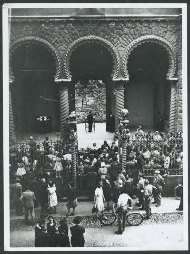 """La riapertura della sinagoga di Torino, 1945 - Archivio CDEC, Fondo Comunità ebraiche in Italia, b.6, fasc. 47 - <a href=""""http://digital-library.cdec.it/cdec-web/storico/detail/IT-CDEC-ST0046-000051/comunita-ebraica-torino.html"""" target=""""_blank""""  >vai alla scheda</a>"""