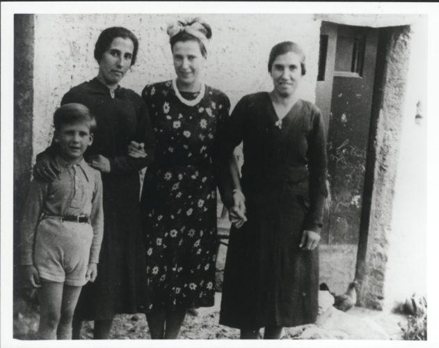 Marfried Hettner con suo figlio Floriano e con due figlie del suo padrone di casa durante l'internamento a Brienza, Basilicata - Archivio privato, Berlino