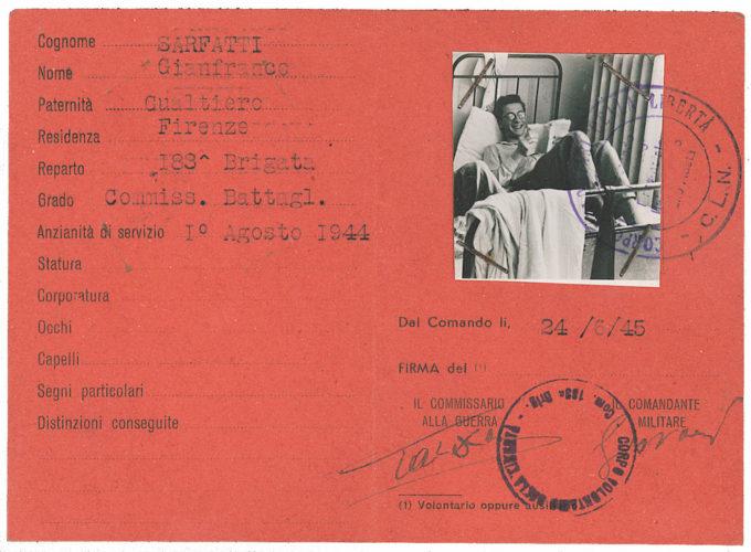 """Tesserino di riconoscimento di Gianfranco Sarfatti, rilasciato dal Corpo Volontari della Libertà - Archivio privato, Firenze Archivio CDEC, Fondo Antifascisti e partigiani ebrei, b. 17, fasc. 376  - <a href=""""http://digital-library.cdec.it/cdec-web/storico/detail/IT-CDEC-ST0002-000376/sarfatti-gianfranco.html"""" target=""""_blank""""  >vai alla scheda</a>"""