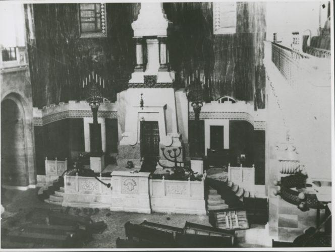 """Devastazione della sinagoga di Trieste, 18 luglio 1942 - Archivio CDEC, Fondo Comunità ebraiche in Italia, b. 6, fasc. 48  - <a href=""""http://digital-library.cdec.it/cdec-web/storico/detail/IT-CDEC-ST0046-000052/comunita-ebraica-trieste.html"""" target=""""_blank""""  >vai alla scheda</a>"""