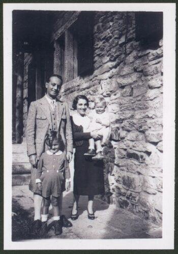 Roberto Pirani Coen con la moglie e i figli l'anno prima di partire per gli Stati Uniti - Archivio privato, Milano