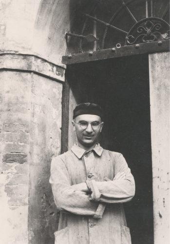 Don Arrigo Beccari, uno dei principali organizzatori del soccorso ai ragazzi di Villa Emma a Nonantola. Dopo l'8 settembre 1943 circa settanta giovani vennero aiutati a nascondersi nel territorio del piccolo comune e poi a riparare in Svizzera - Comune di Nonantola, Archivio storico